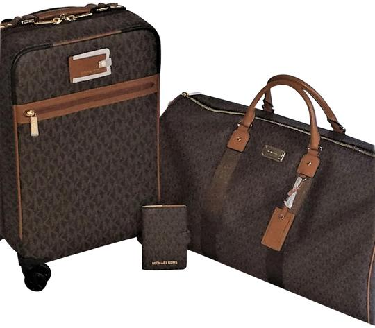 Preload https://img-static.tradesy.com/item/23927410/michael-kors-4-pc-mk-suitcase-and-duffle-and-passport-and-cosmetic-case-brown-pvc-weekendtravel-bag-0-5-540-540.jpg
