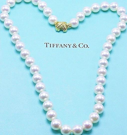 Preload https://img-static.tradesy.com/item/23927411/tiffany-and-co-cream-akoya-cultured-pearl-signature-18k-yellow-gold-appraisal-necklace-0-0-540-540.jpg