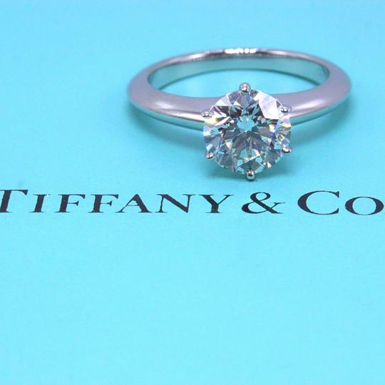 Preload https://img-static.tradesy.com/item/23927455/tiffany-and-co-i-vs2-diamond-round-147cts-solitaire-platinum-engagement-ring-0-2-540-540.jpg