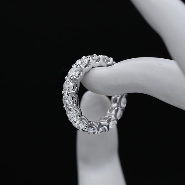 Item - 14k White Gold Eternity Band Features 5.00ct Of Round Ring
