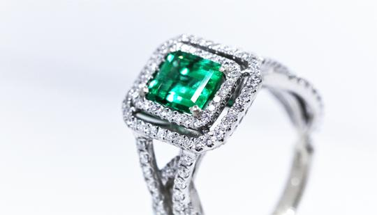 Other Columbia Emerald Insignificant Oil Ring, White Gold Diamond