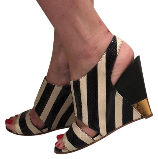 Preload https://img-static.tradesy.com/item/23937847/chloe-black-and-white-sandals-size-us-95-regular-m-b-0-2-540-540.jpg