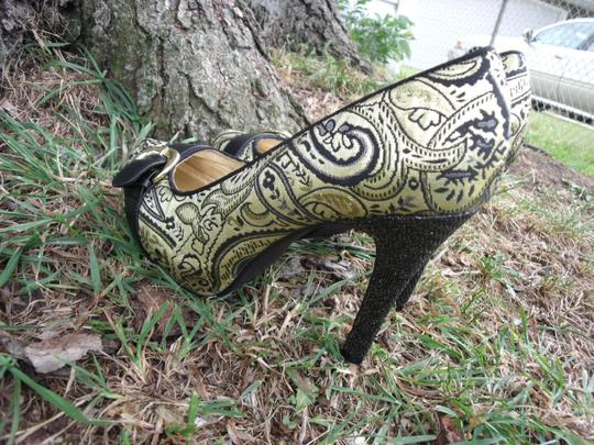 Lovely People Brocade Buckle Autumn Supermodel Sexy Gold & Black Pumps Image 10