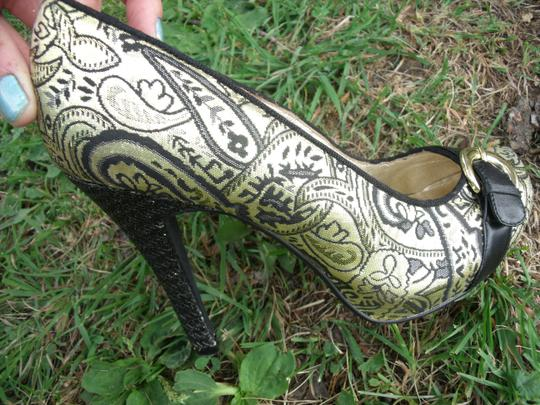 Lovely People Brocade Buckle Autumn Supermodel Sexy Gold & Black Pumps Image 3