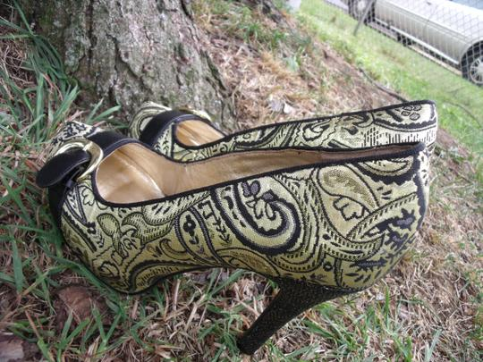 Lovely People Brocade Buckle Autumn Supermodel Sexy Gold & Black Pumps Image 6