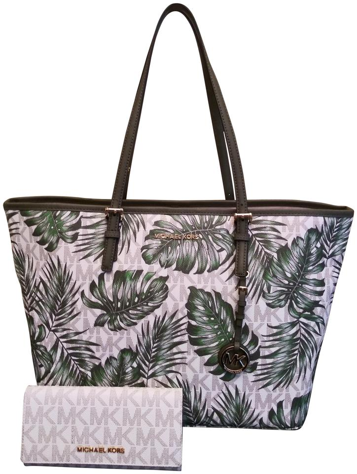 4d0df947daf3 Michael Kors Palm Print and Signature C Vanilla Carry All Toe and Wallet  Set Green Canvas Tote