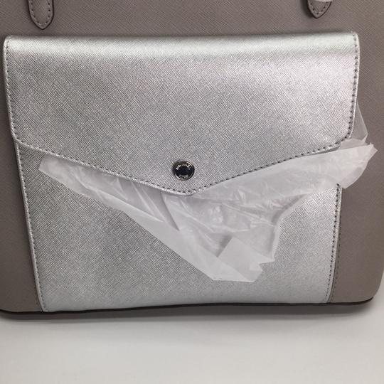 MICHAEL KORS Shoulder Leather Tote in PEARL GRAY/SILVER Image 2