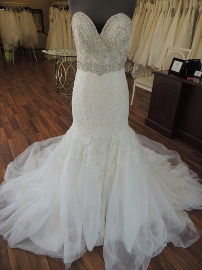 Preload https://img-static.tradesy.com/item/23939180/allure-bridals-ivory-lace-organza-ab9305-feminine-wedding-dress-size-10-m-0-0-540-540.jpg
