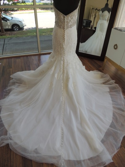 Allure Bridals Ivory Lace Organza Ab9305 Feminine Wedding Dress Size 10 (M) Image 4