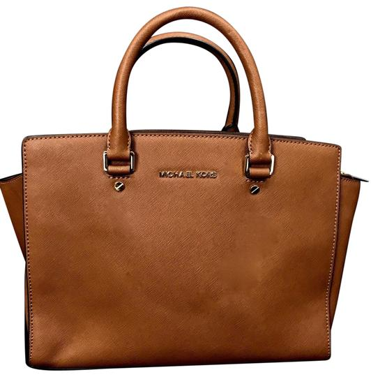 Preload https://img-static.tradesy.com/item/23939605/michael-kors-tote-brown-leather-shoulder-bag-0-2-540-540.jpg
