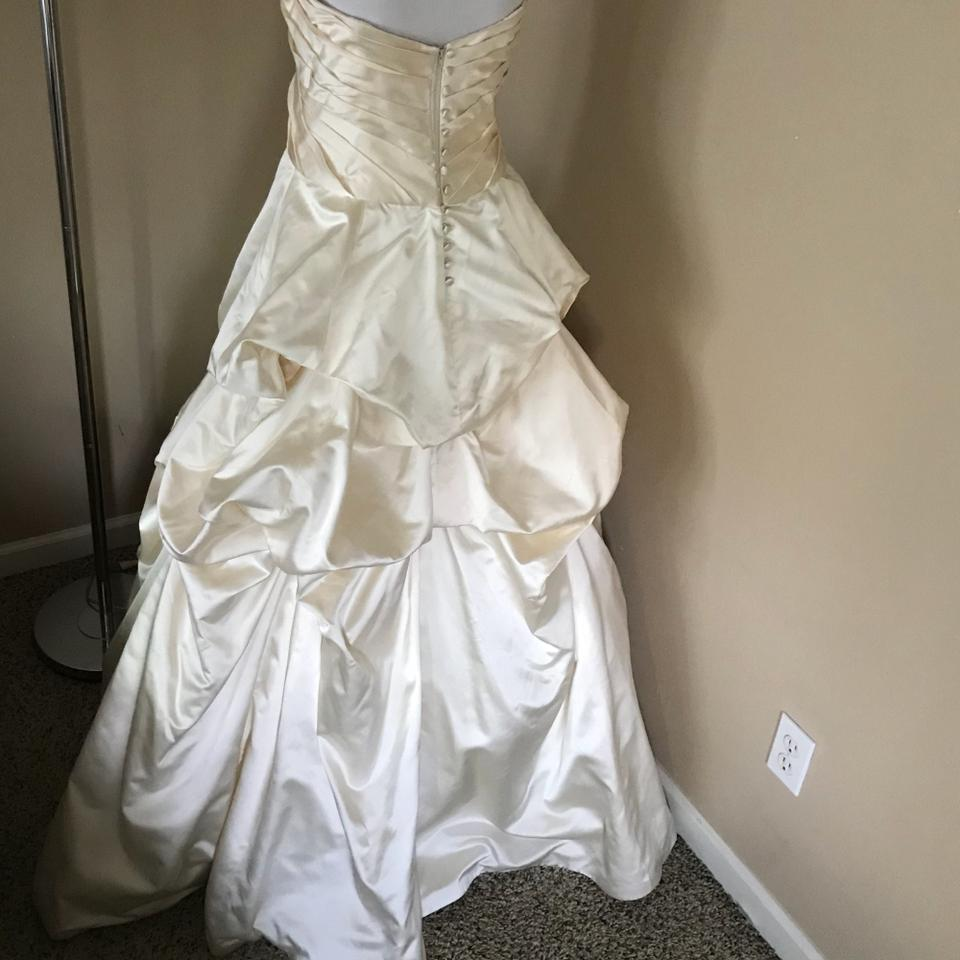 Monique Lhuillier Ivory Satin Meringue Ball Gown Traditional Wedding ...