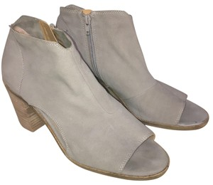 b1d55d4eedeb Lucky Brand Boots   Booties - Up to 90% off at Tradesy