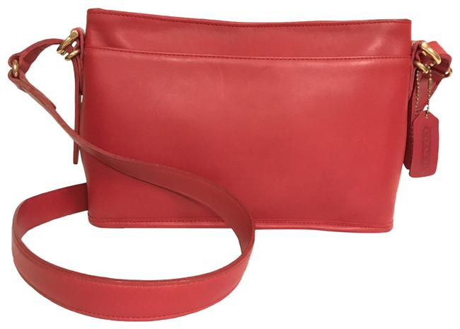 Item - Bucket Equestrian Vintage 9802 Red Leather Cross Body Bag