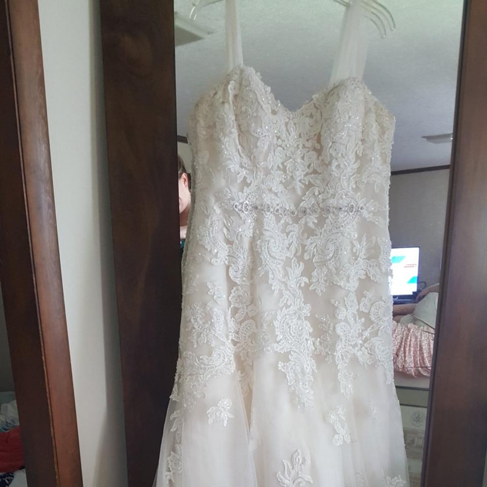 Ivory Celtic Lace Overlay Traditional Wedding Dress Size 12 L