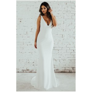 Katie May Ivory Paloma Plunge Back Trumpet Gown Modern Wedding Dress Size 6 (S)