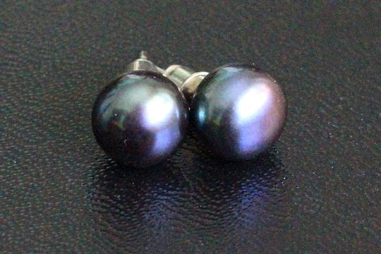 Other 8 mm Black Pearl earrings made by London girl