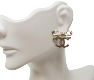 Chanel Gold-tone Chanel interlocking CC Bow stud earrings