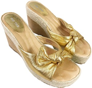 Me Too Bow Gold Wedges