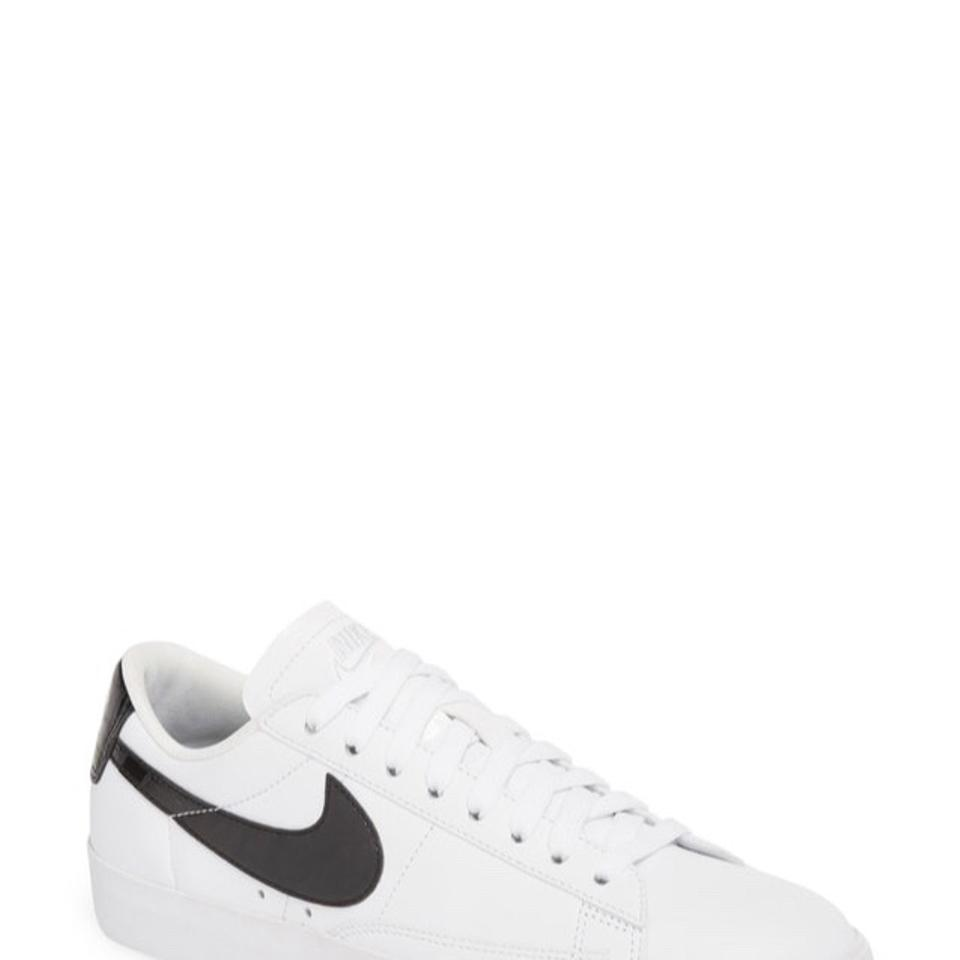 sports shoes 796d7 fa1e0 Nike White with Black Detail Blazer Low Essential Sneakers Size US 9.5  Regular (M, B) 29% off retail