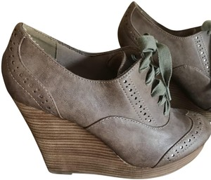 Restricted taupe slightly grayish Boots