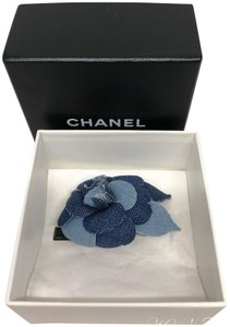 Chanel Broche Colifich in Bleu Fonce/Bleu Clair- Brooch/Corsage