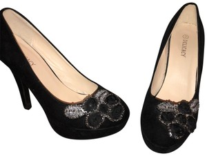 Delicacy Black Pumps