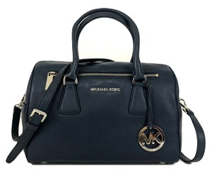 760334d67008 Michael Kors Sophie Totes - Up to 70% off at Tradesy
