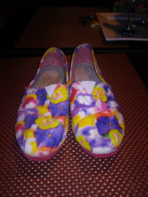 Item - Red Yellow Purple White Flats Size US 6