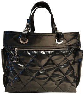 Chanel Tote in black patent leather