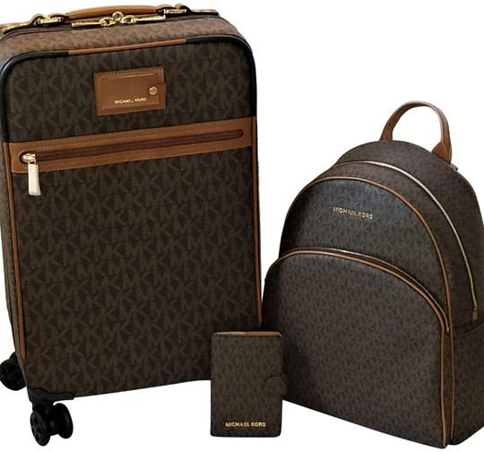 Preload https://item2.tradesy.com/images/michael-kors-pay-50250-3pc-mk-trolley-abbey-lrg-passport-brown-pvc-weekendtravel-bag-23964471-0-4.jpg?width=440&height=440