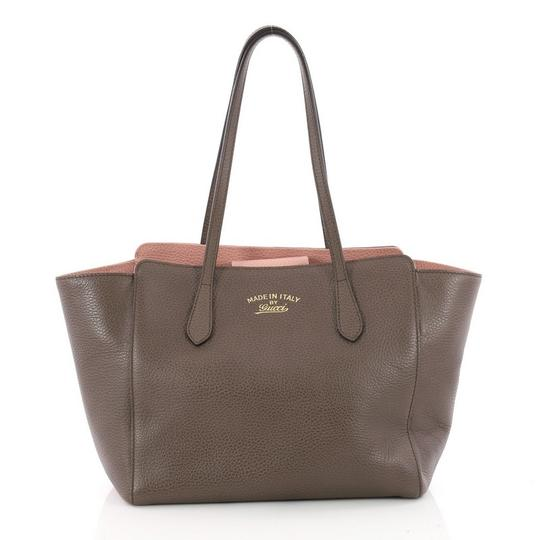 Preload https://img-static.tradesy.com/item/23964483/gucci-swing-small-taupe-grey-leather-tote-0-0-540-540.jpg