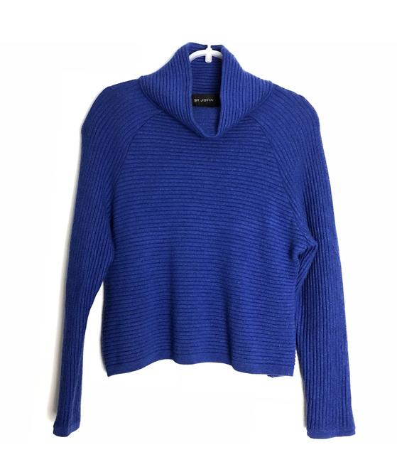 Preload https://item2.tradesy.com/images/st-john-blue-turtle-neck-sweaterpullover-size-4-s-23964936-0-0.jpg?width=400&height=650