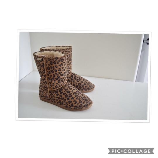 Preload https://img-static.tradesy.com/item/23965004/bearpaw-leopard-emma-bootsbooties-size-us-9-regular-m-b-0-0-540-540.jpg