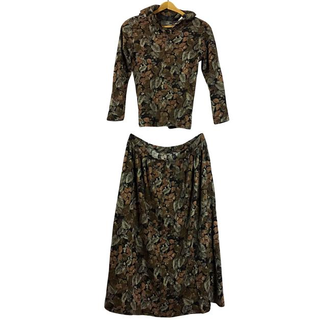 Preload https://item4.tradesy.com/images/brown-green-sweater-2pc-womens-wool-blend-f-skirt-suit-size-8-m-23965033-0-0.jpg?width=400&height=650
