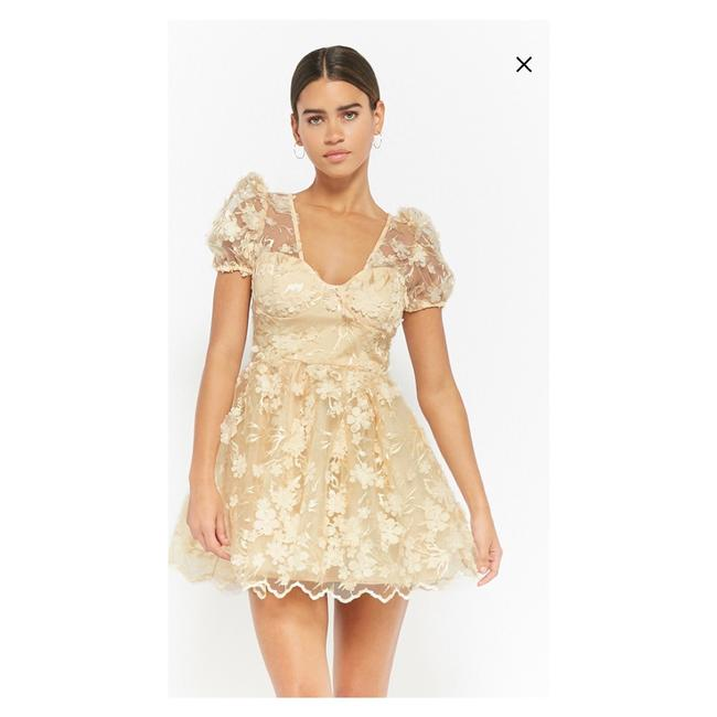 Preload https://img-static.tradesy.com/item/23965083/forever-21-off-white-floral-applique-short-casual-dress-size-8-m-0-0-650-650.jpg