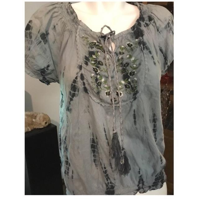 Preload https://item4.tradesy.com/images/gray-cute-tie-blouse-size-10-m-23965123-0-0.jpg?width=400&height=650