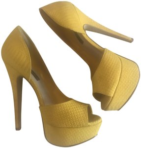 Steven by Steve Madden Yellow Nubuck Pumps