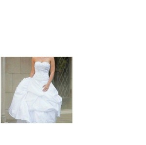 David's Bridal White Polyester Elegant Gown/Dress Formal Wedding Dress Size 4 (S)