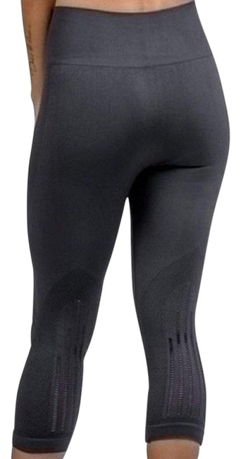 Preload https://img-static.tradesy.com/item/23973001/nine-iron-seamless-capri-activewear-bottoms-size-12-l-32-33-0-1-650-650.jpg