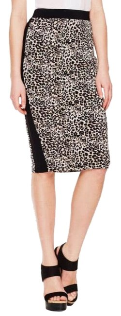 Preload https://img-static.tradesy.com/item/23973601/vince-camuto-tan-and-black-camuto-tribal-leopard-contrast-trim-pencil-nwot-skirt-size-petite-4-s-0-1-650-650.jpg