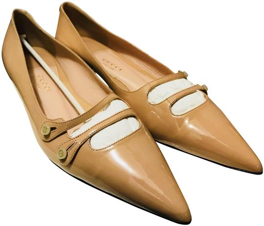 Preload https://item5.tradesy.com/images/gucci-nude-new-womens-patent-leather-pointed-flats-size-eu-40-approx-us-10-regular-m-b-23973884-0-1.jpg?width=440&height=440