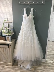 Allure Bridals Ivory Lace W343 Formal Wedding Dress Size 14 (L)