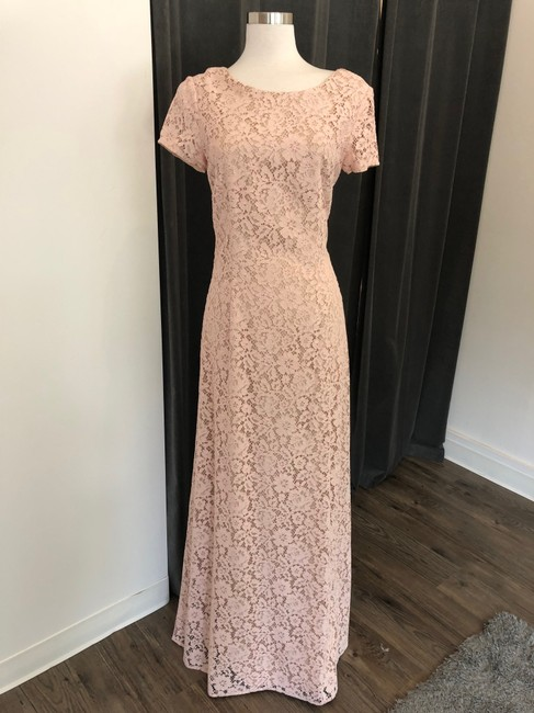 Item - Pearl Pink Lace Alice Formal Bridesmaid/Mob Dress Size 10 (M)
