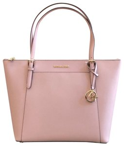 Michael Kors Mk Jet Set Leather Winter Tote in Pink