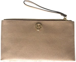 3902738ba315 Michael Kors Clutches - Up to 70% off at Tradesy