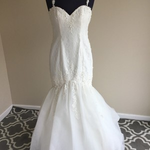 Alfred Angelo Ivory 2523 Modern Wedding Dress Size 6 (S)
