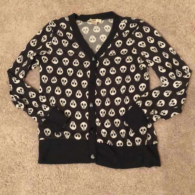 Item - Gray with Ivory Skulls Skull and Crossbones Buttons Cardigan Size 6 (S)