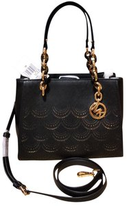 Michael Kors Medium Chain Md Ns Tote in black