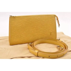a1fc7641d63d Louis Vuitton Pochette Accessories Bag - Up to 70% off at Tradesy