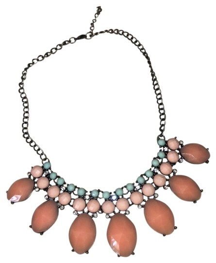 Preload https://img-static.tradesy.com/item/23997274/forever-21-coral-statement-necklace-0-1-540-540.jpg